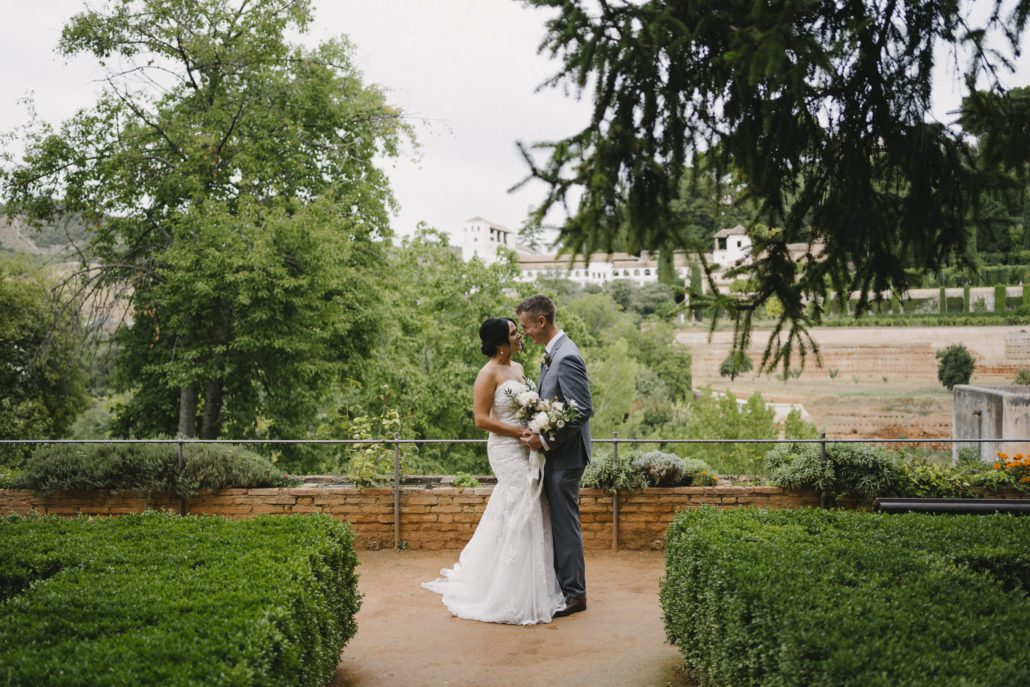 A romantic elopement in Granada